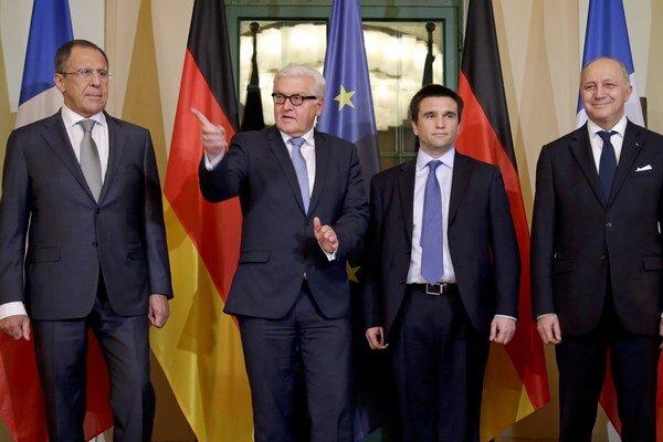 Ministri zahraničných vecí Ruska - Lavrov, Nemecka - Steinmeier, Ukrajiny - Klimkin a Francúzska - Fabius.
