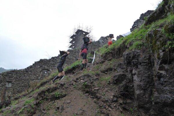 Kamenie vynášali aj vytrvalci.