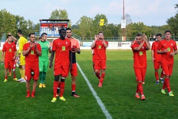 Futbalisti Serede dosiahli piate víťazstvo v sezóne. Z 10 kôl však hrali až 7-krát doma.