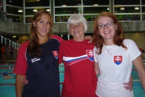Mária Hausnerová z Prievidze (v strede) si v Rakúsku vyplávala štyri prvé miesta.
