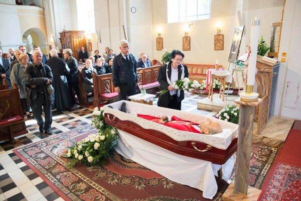 So zosnulým kňazom a profesorom Zasępom sa mohli smútiaci rozlúčiť aj v Kostole Povýšenia svätého Kríža v Ružomberku.