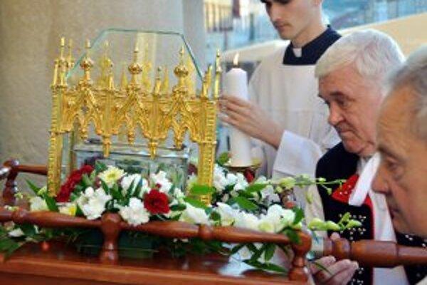 Takto putuje relikvia po slovenských diecézach.