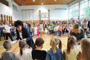 Deti dvoch základných škôl môžu od septembra športovať vo vynovených priestoroch.