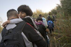 Do Maďarska prešlo z o Srbska za ostatné dni asi desať tisíc utečencov.