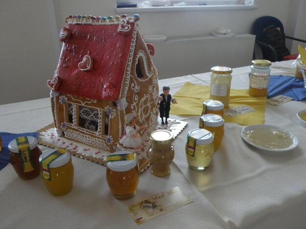 Napriek tomu, že medu je tento rok málo, včelári ho ponúkali na ochutnanie.