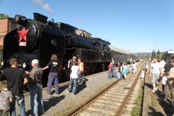 Dobová parná lokomotíva absolvovala trasu z Handlovej do Hornej Štubne.