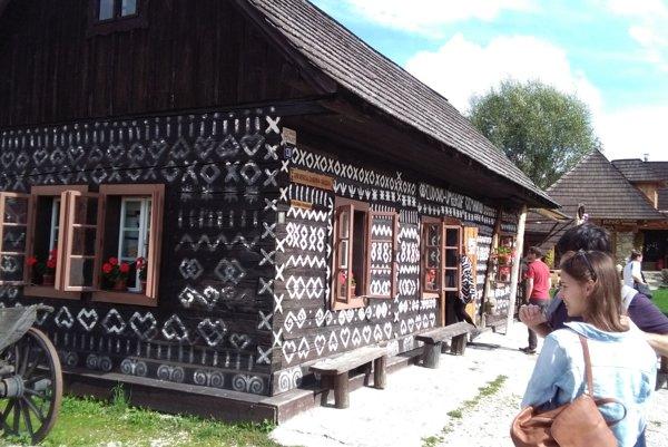Turistické lákadlo v odľahlých Čičmanoch.