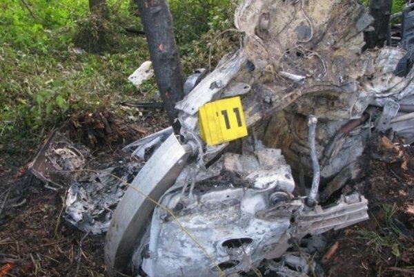 Nehoda spred dvoch rokov. Toto zostalo zPorsche po náraze do stromu.