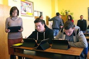 Digitálny set, ktorý pozostáva z interaktívnej tabule, obslužného notebooku a wifi routra dostalo 5 680 škôl.
