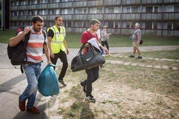 Azylanti z Rakúska, ktorí prišli do Gabčíkova.