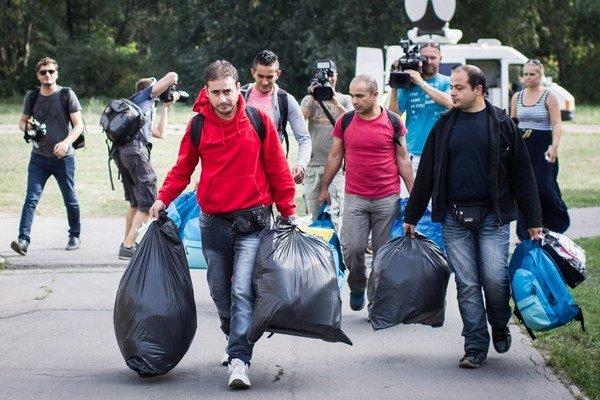 Utečenci prichádzajú do Gabčikova.