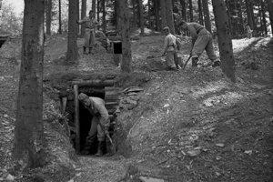 Na archívnej snímke z 8. septembra 1959 Duklianske bojisko na Dukle.