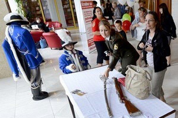 V roku 2013 hradná stráž na dni otvorených dverí v Národnej rade predviedla záujemcom aj svoju šabľu.