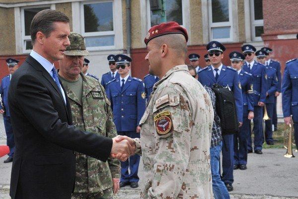 Slávnostný nástup príslušníkov Ozbrojených síl po návrate z operácie Resolute Support v Afganistane.