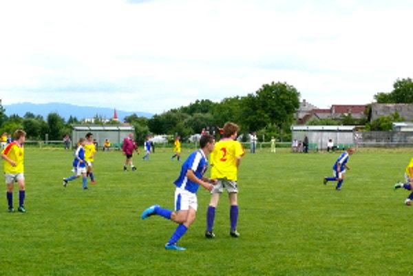 Na futbalovom turnaji skončili starší žiaci Nitrianského Rudna na druhom mieste.