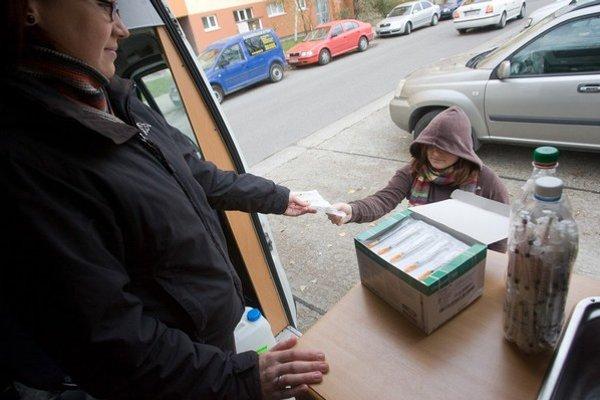Výmena striekačiek z každého vloženého eura vygeneruje prínosy takmer tri eurá.