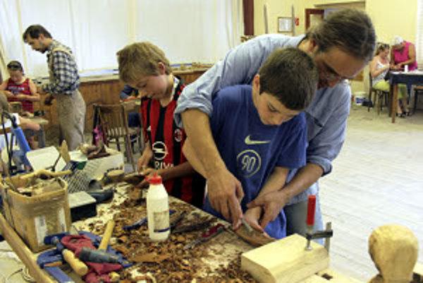 Na tvorivých dielňach sa deti mohli naučiť rôzne techniky pôvodných remesiel.