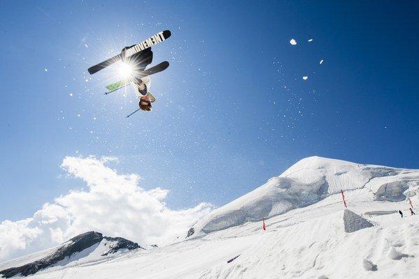 Záber na lyžiarov z ľadovca vo Švajčiarsku z polovice tohto týždňa.