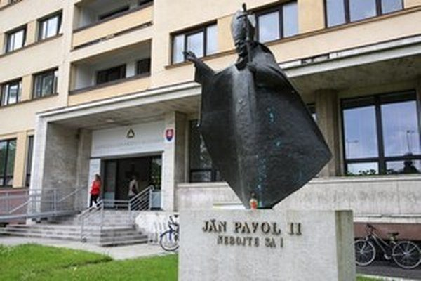 Vedenie pedagogickej a filozofickej fakulty manažérsky zlyhalo.