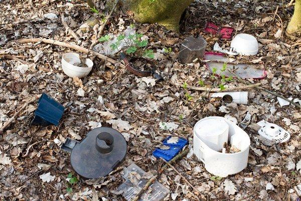 V Prievidzi budú čistiť blízky les od odpadkov, ktorý sa nachádza medzi chodníkom Skotňa a vyhliadkou na Mariánskom vŕšku.