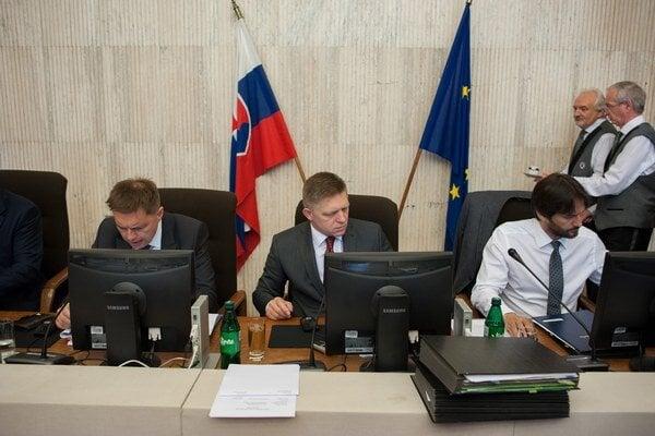 Návrh na uskutočnenie rozšíreného summitu v stredu schválila vláda.