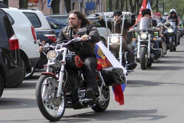 Ruskí motorkári by podľa posledných správ mohli prísť na Slovensko z Maďarska.