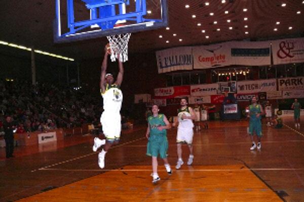 Diváci sa môžu tešiť na dramatické zápasy basketbalovej extraligy.