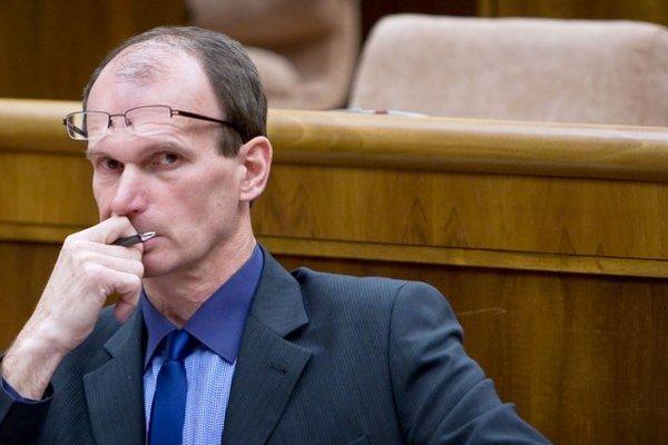 Kuffa kandidatúru Crkoňovej nestiahne, aj keby ho vylúčili z klubu.