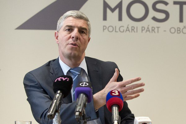 Bugár vyzýva Kvasničku, Kuffu a Freša, aby stiahli svojich kandidátov.