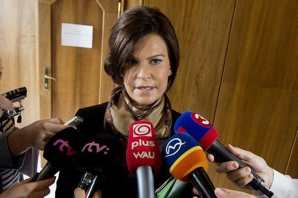 Kandidátka na predsedu Najvyššieho kontrolného úradu SR Henrieta Crkoňová. Poslancom Smeru sa páči.