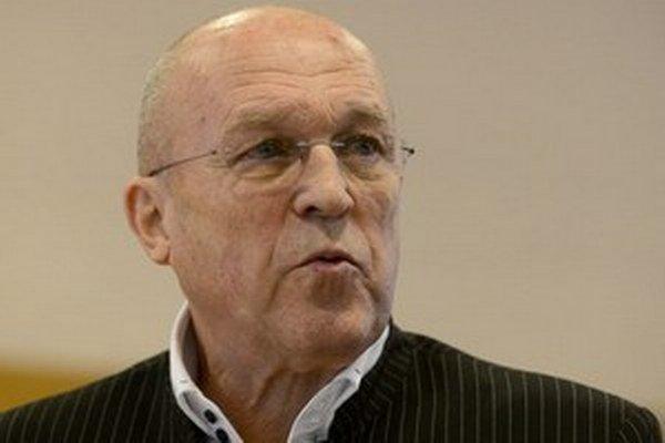 Slovenského kardiológa Viliama Fischera vo februári obvinili pacienti z brania úplatkov.