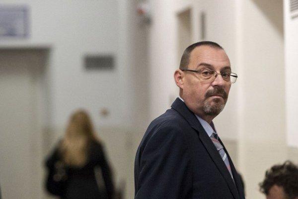 Dobroslav Trnka odmieta, že pomáhal kamarátovi Kočnerovi, ktorý zrazu oznámil, že bytovka je jeho biznis.
