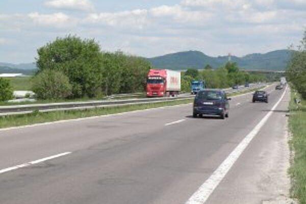 Zatiaľ je otázne, či stovka na ceste medzi Novákmi a Prievidzou bude platiť.