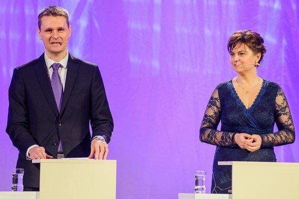 Miloš Moravčík (vľavo) a Miroslava Szitová (vpravo) v príhovore počas snemu KDH pri príležitosti 25 rokov kresťanskej demokracie na Slovensku.