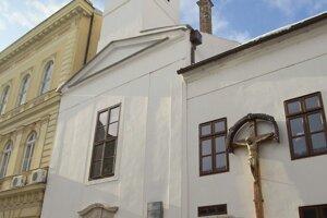 Benediktíni v Komárne patria pod maďarskú Pannonhalmu.