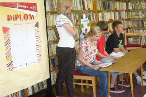 Do maratónu v čítaní sa zapojili aj handlovské deti.