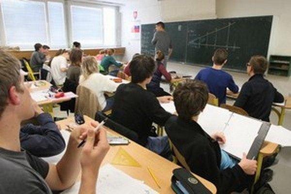Poslanci kritizujú zákon duálnom vzdelávaní.