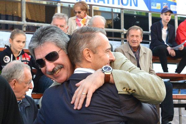 Longhi a Raši. Prezident U. S. Steelu v objatí s košickým primátorom počas maratónu.