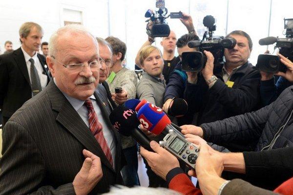 """""""Tu je jedna jediná vec, čo ma teší – že u občanov, všade, kam prídem, mi dajú za pravdu,"""" povedal vo štvrtok Gašparovič. Súd mu za pravdu nedal."""