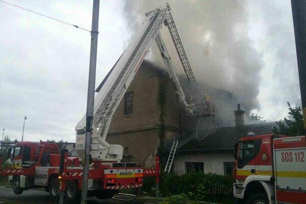 Požiar uhasili po piatej hodine popoludní.