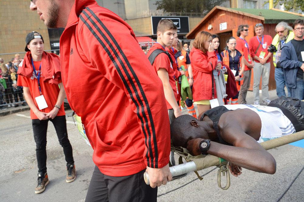 Niektorí africkí bežci si siahli až na dno svojich síl. Aj na nich bolo v nedeľu v Košiciach trochu dosť teplo.