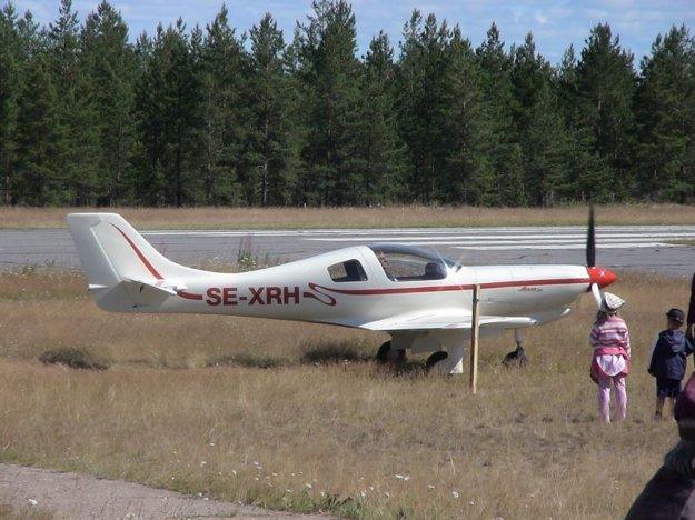 Lietadlo Lancair 360 so švédskou imatrikuláciou SE-XRH, ktoré sa zrútilo pri Jakubovanoch na archívnej fotografii.
