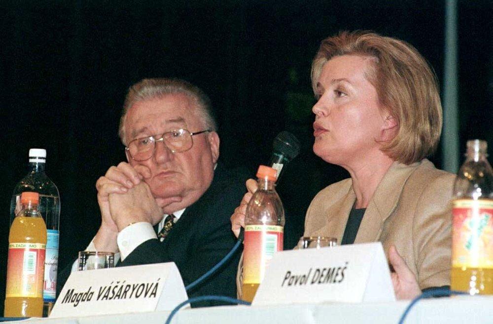 Na fóre kandidátov na post prezidenta SR v Bratislave v roku 1999.