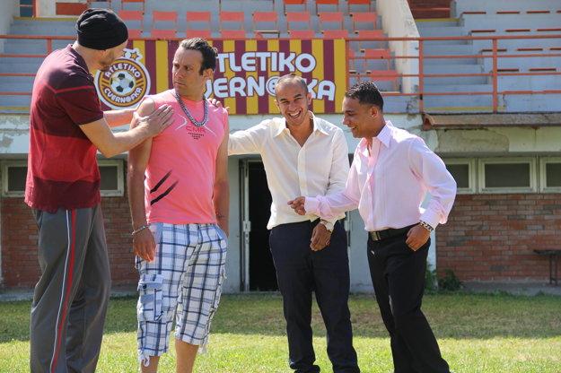 V seriáli Atletiko Cvernofka sa ako Pelé Baláž oblieka do žlto-červeného futbalového dresu.