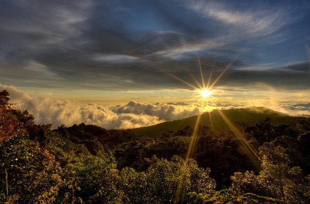 Výhľad z Cerro Amigo, najvyššieho vrcholu Monteverde.