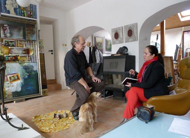 V ateliéri. Nikolaj Feďkovič s galeristkou Carmen Kováčovou z Galérie u anjela v Kežmarku.