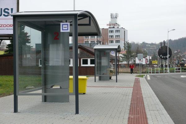 Telo zavraždeného muža našli pri autobusovej stanici.