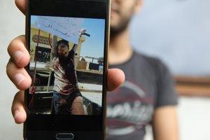 Masúd Akil ukazuje videá, ktorými ho strašili džihádisti. Hovorili mu, že takto popravia aj jeho.
