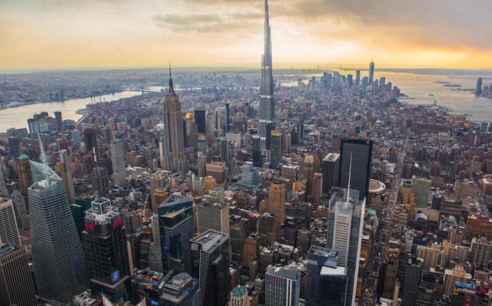 Burj Khalifa je v súčasnosti najväčšou budovou na svete. Do výšky má 830 metrov. Dokázala by celkom zmeniť siluetu New Yorku – je totiž o viac ako 300 metrov vyššia od One World Trade Center a skoro o 400 metrov vyššia než slávny Empire State Building.