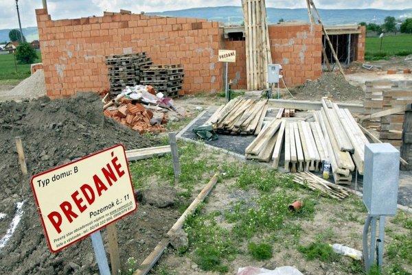 Platiť poplatok bude fyzická alebo právnická osoba, ktorej ako stavebníkovi vydali stavebné povolenie, výnos je príjmom do rozpočtu mesta. ILUSTRAČNÉ FOTO